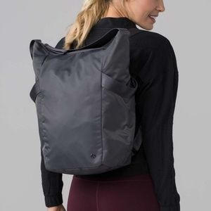Enroute bag lululemon dark carbon 17L convertible